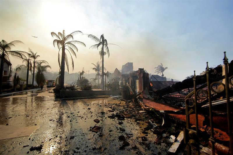Elevan a diez la cifra de muertos por los incendios en California