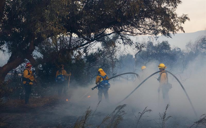 Incendios en California dejan 13 muertos y más de 46.500 hectáreas arrasadas