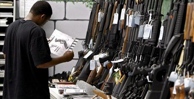 Senadora EEUU busca vetar venta de versiones de armas militares para civiles