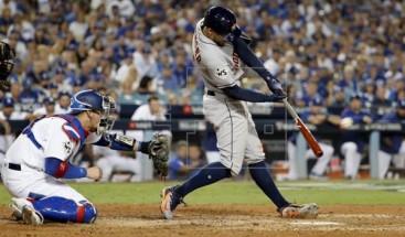 Springer hace de héroe al pegar jonrón decisivo y Astros empatan la serie