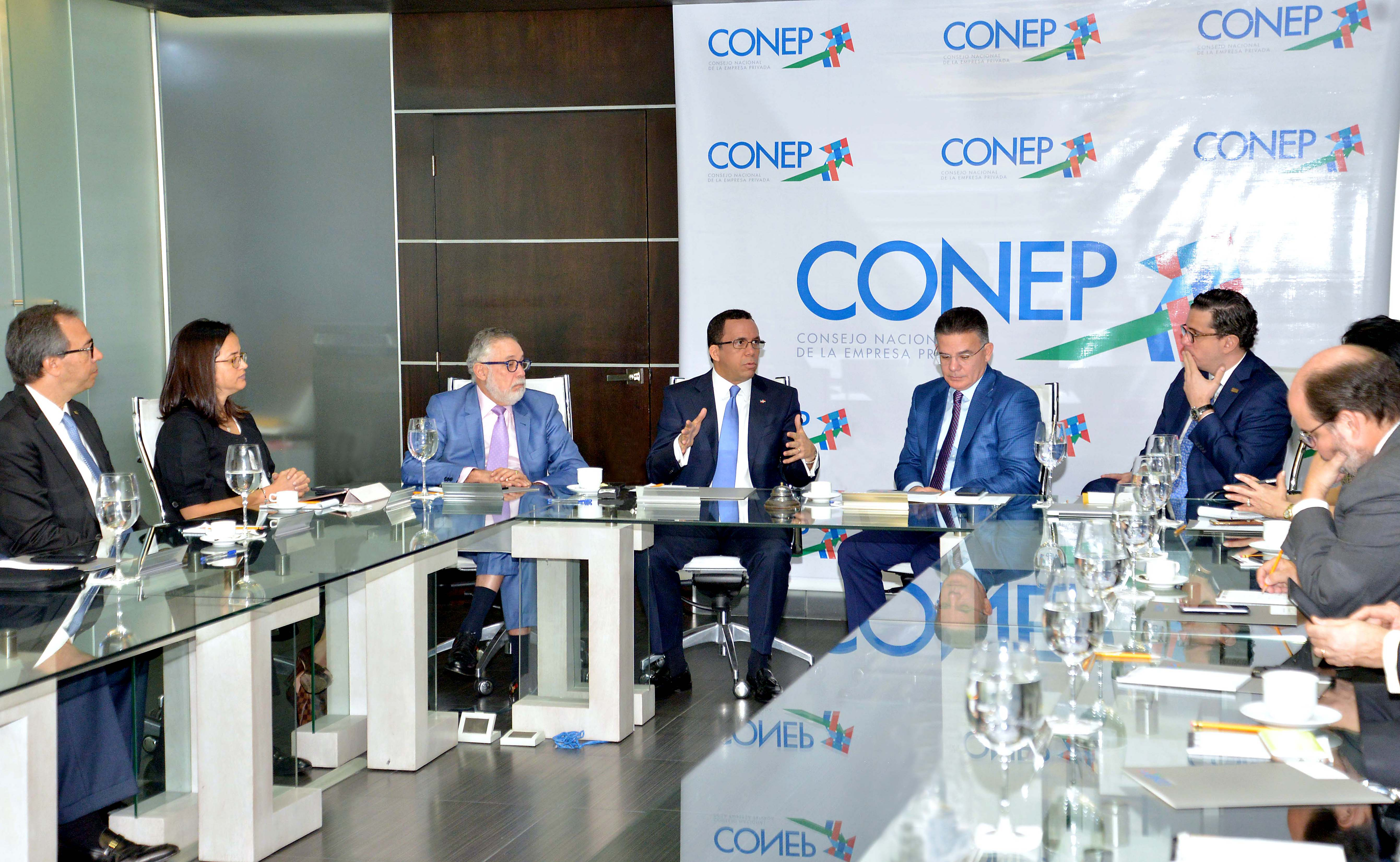 Ministro de Educación se reúne con el CONEP para tratar temas sobre sistema educativo