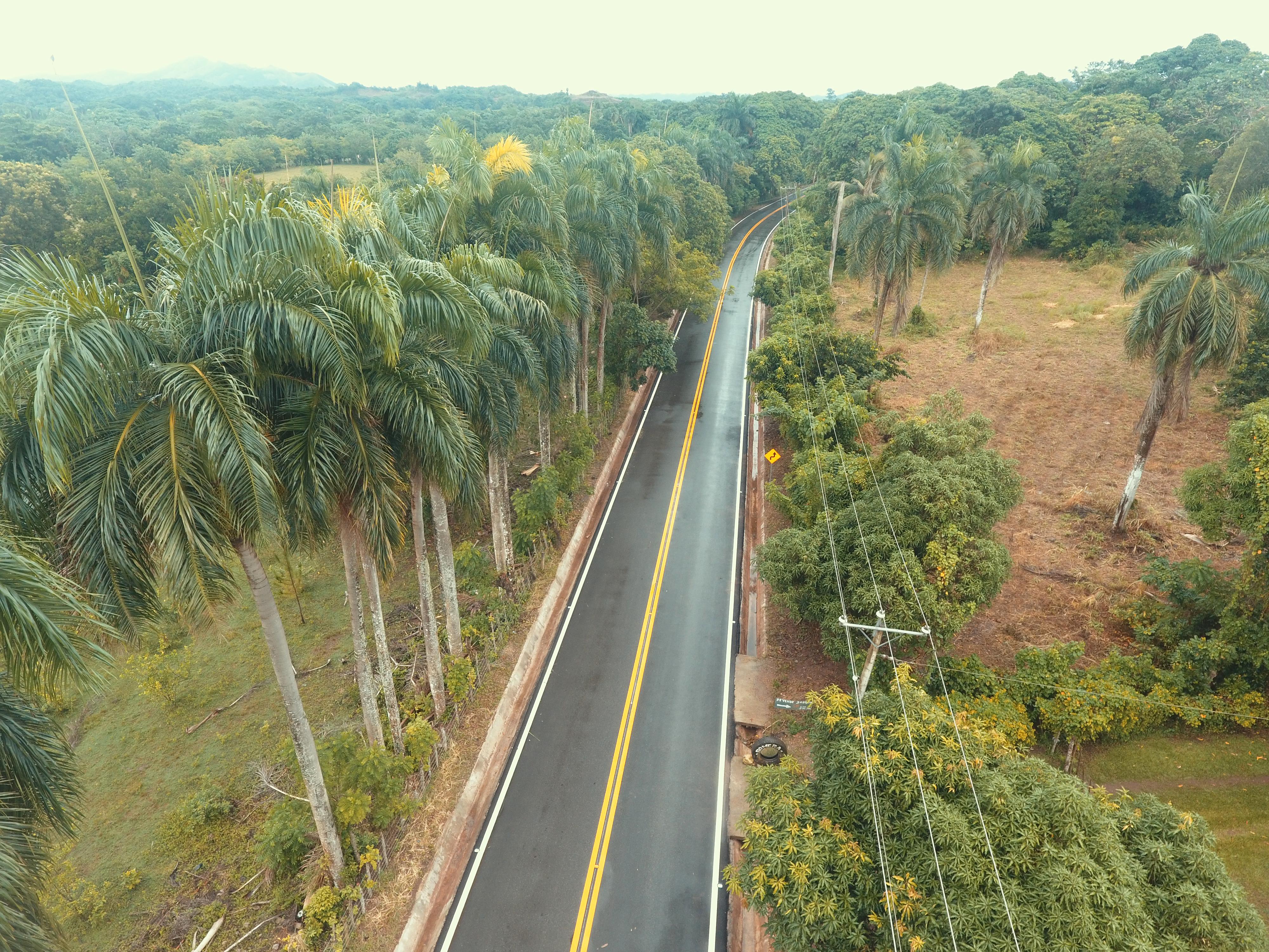 Presidente Medina inaugura carretera Bayaguana-Los Hidalgos