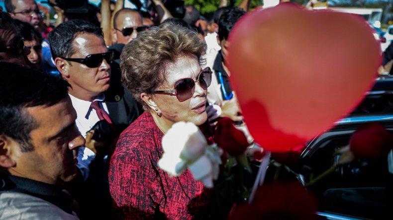 Rousseff atribuye a persecución el registro policial en casa de hijo de Lula