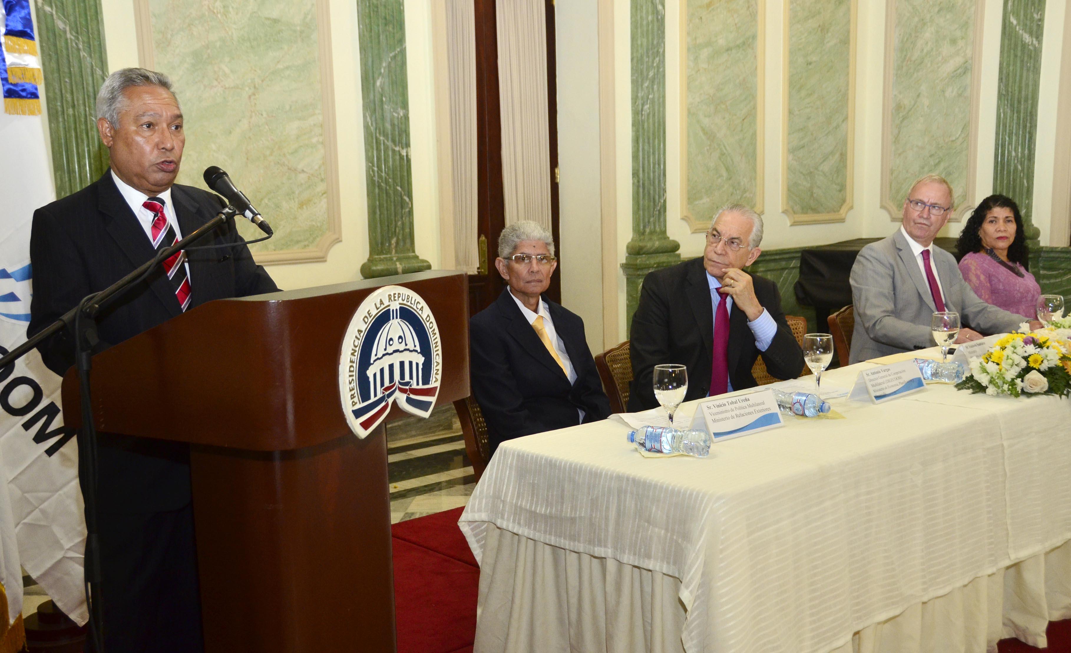 Ministro de Economía discute en Washington alianza estratégica del BM y FMI para RD