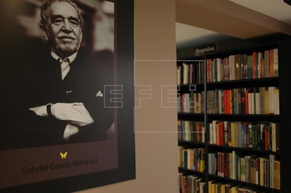 Un café en fábrica abandonada reúne a admiradores de García Márquez en Río
