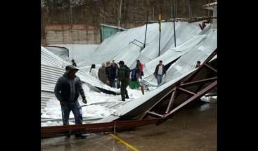 Un alumno muerto y 25 heridos al caer techo de escuela de Bolivia por granizo