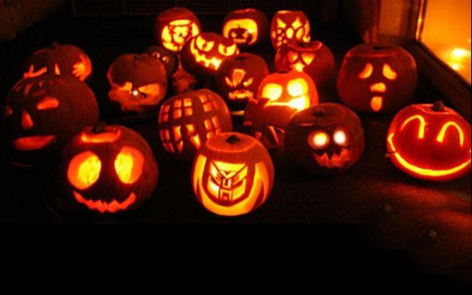 Gobernador Puerto Rico impone toque de queda de 7 horas en festividad de Halloween