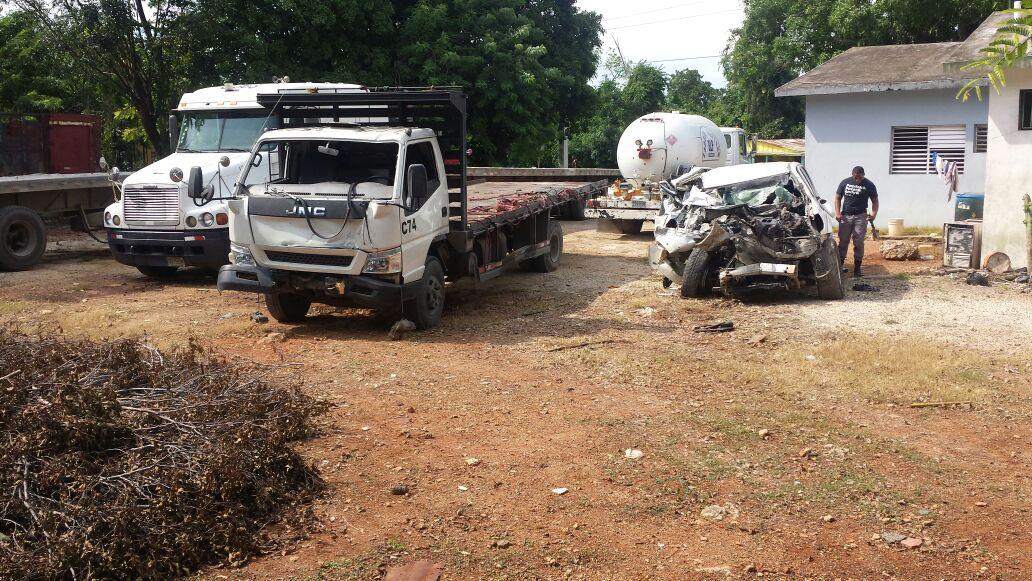 Al menos tres personas pierden la vida en accidente de tránsito en carretera San Pedro-Hato Mayor
