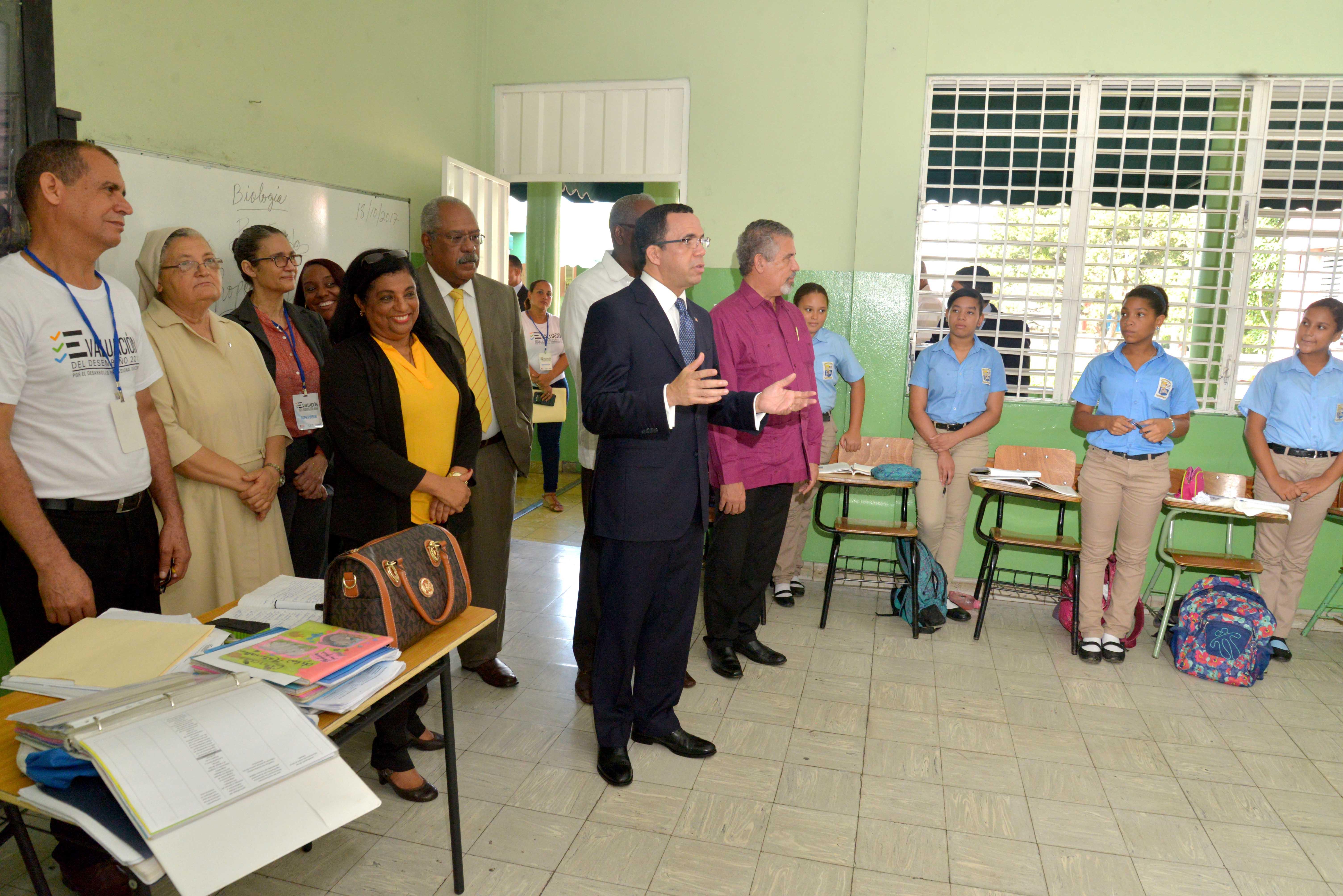 Ministerio de Educación inicia evaluación de todos los maestros a nivel nacional