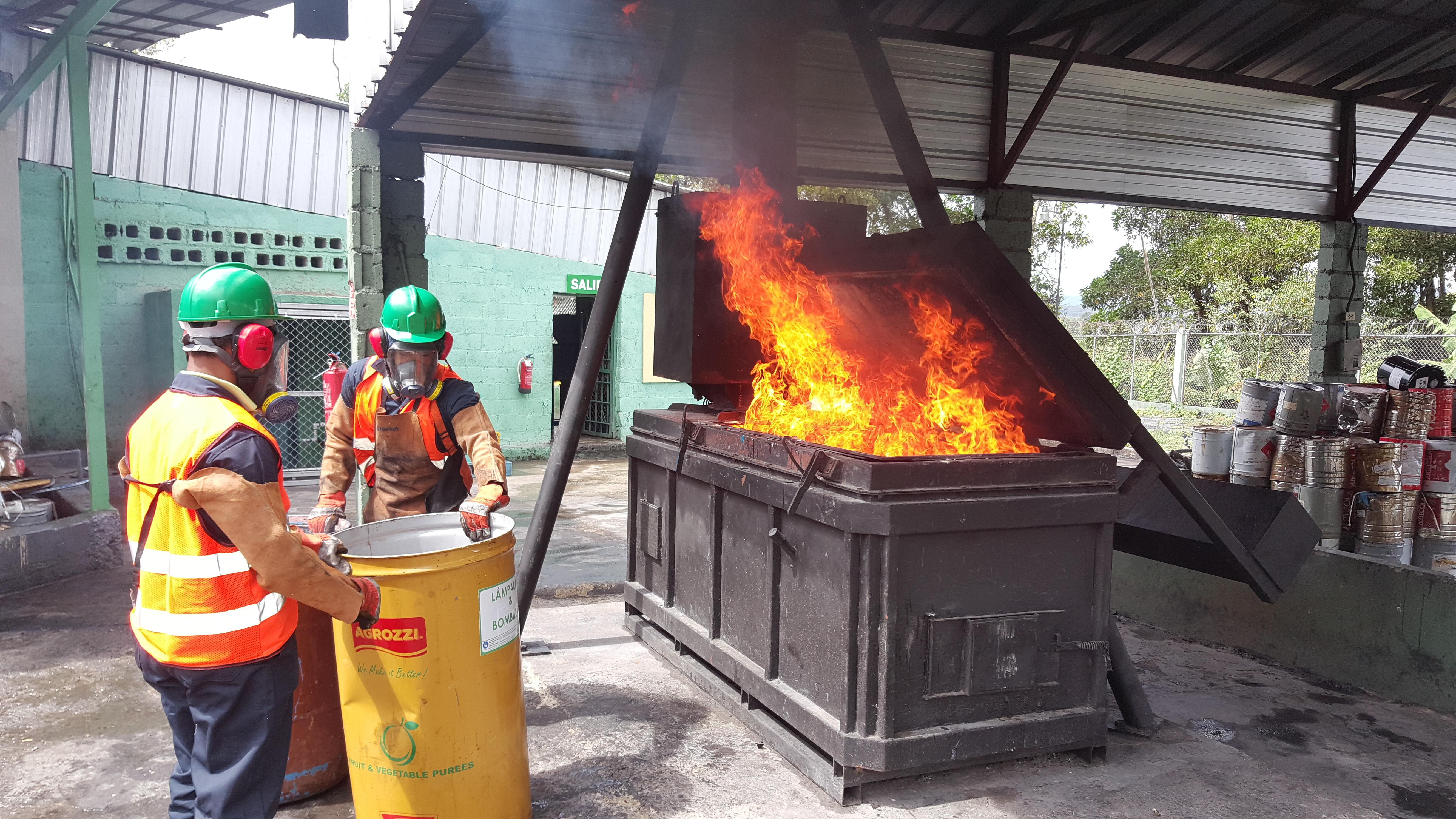 Pro Consumidor incinera más de 10 mil productos por presentar condiciones no aptas para el consumo