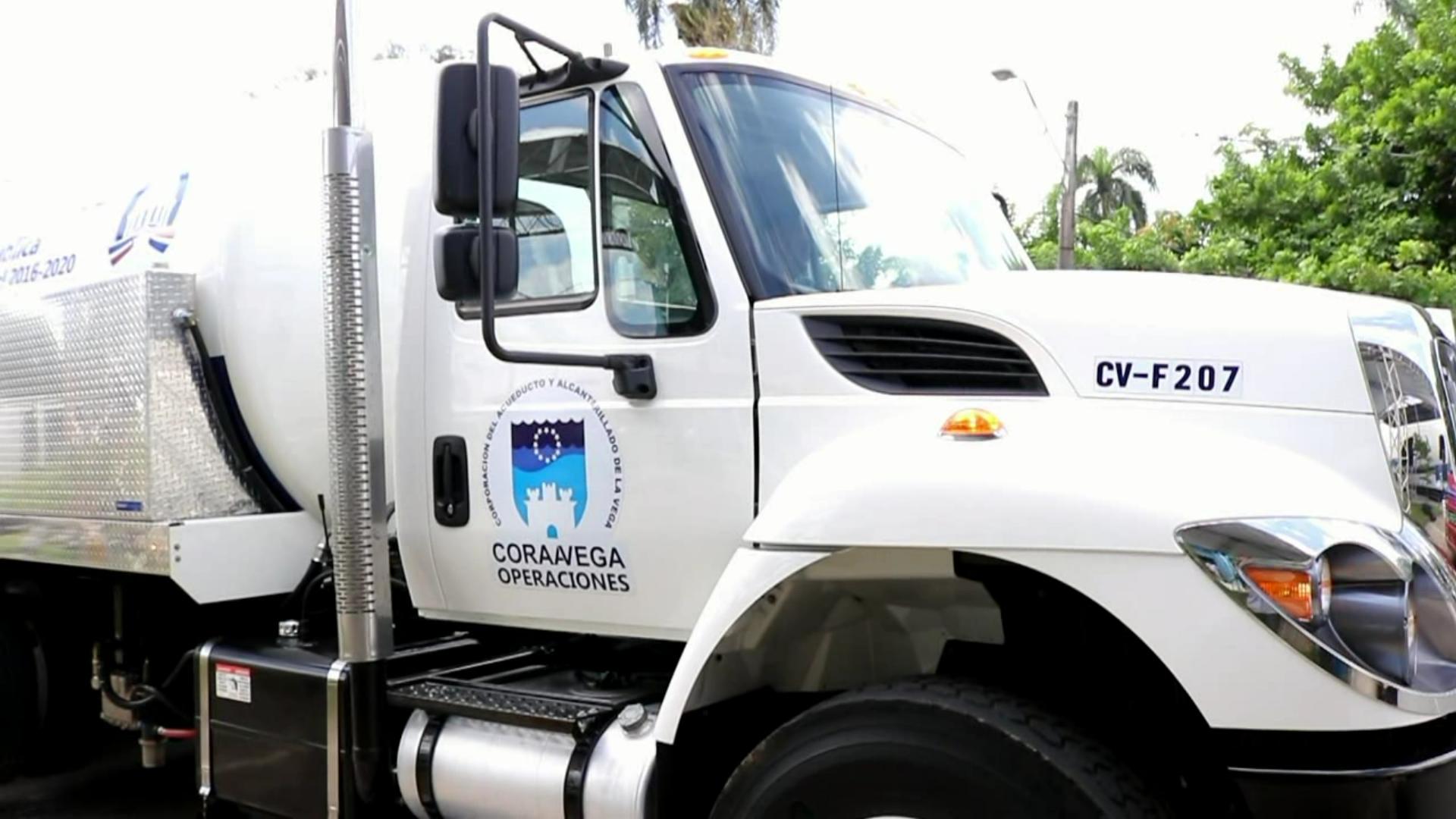 Entregan camión succionador para aguas residuales en La Vega