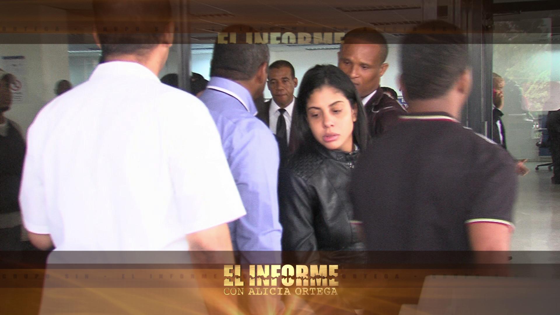 Dictan tres meses de prisión preventiva a mujer acusada de estafar a decenas de personas