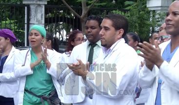 Médicos cumplen dos días de paro y anuncian huelga general por 72 horas la próxima semana