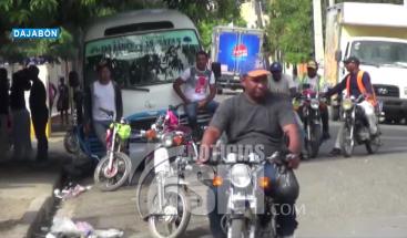 Motoconchistas se enfrentan por pasajeros en Dajabón