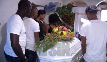 Velan restos de policía ultimado supuestamente para atracarlo en Los Guaricanos