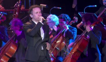 El cantante Fonseca ofreció un gran concierto sinfónico en Colombia