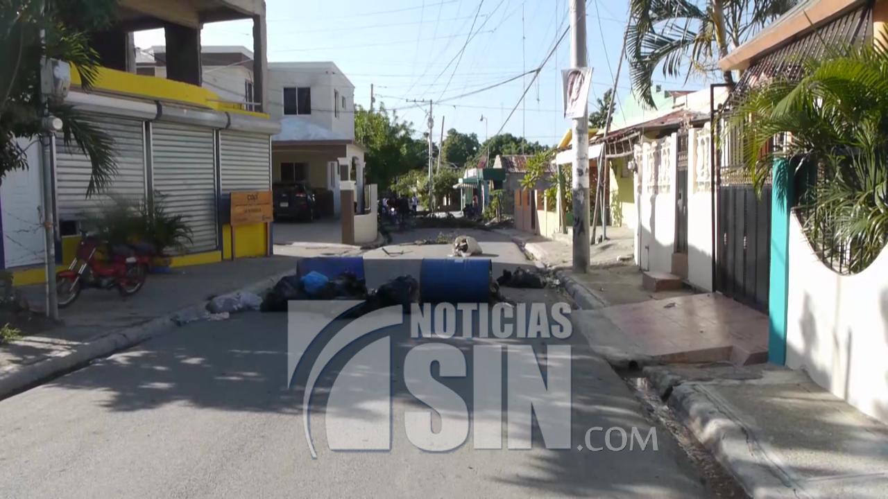 Sigue huelga en Navarrete en demanda de obras