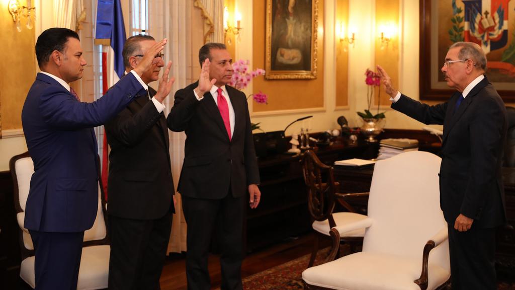 Presidente Medina juramenta a nuevos asesores del Poder Ejecutivo