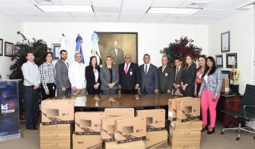 Indotel entrega 100 computadoras y firma acuerdos de cooperación con cinco instituciones