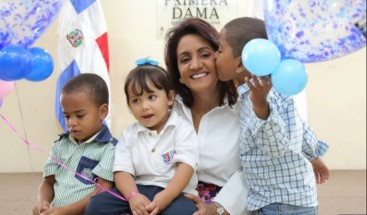 Primera Dama lleva niños a Cuba para cirugías que les permitan escuchar por primera vez