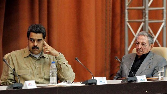 Raúl Castro felicita a Maduro por comicios ejemplo de