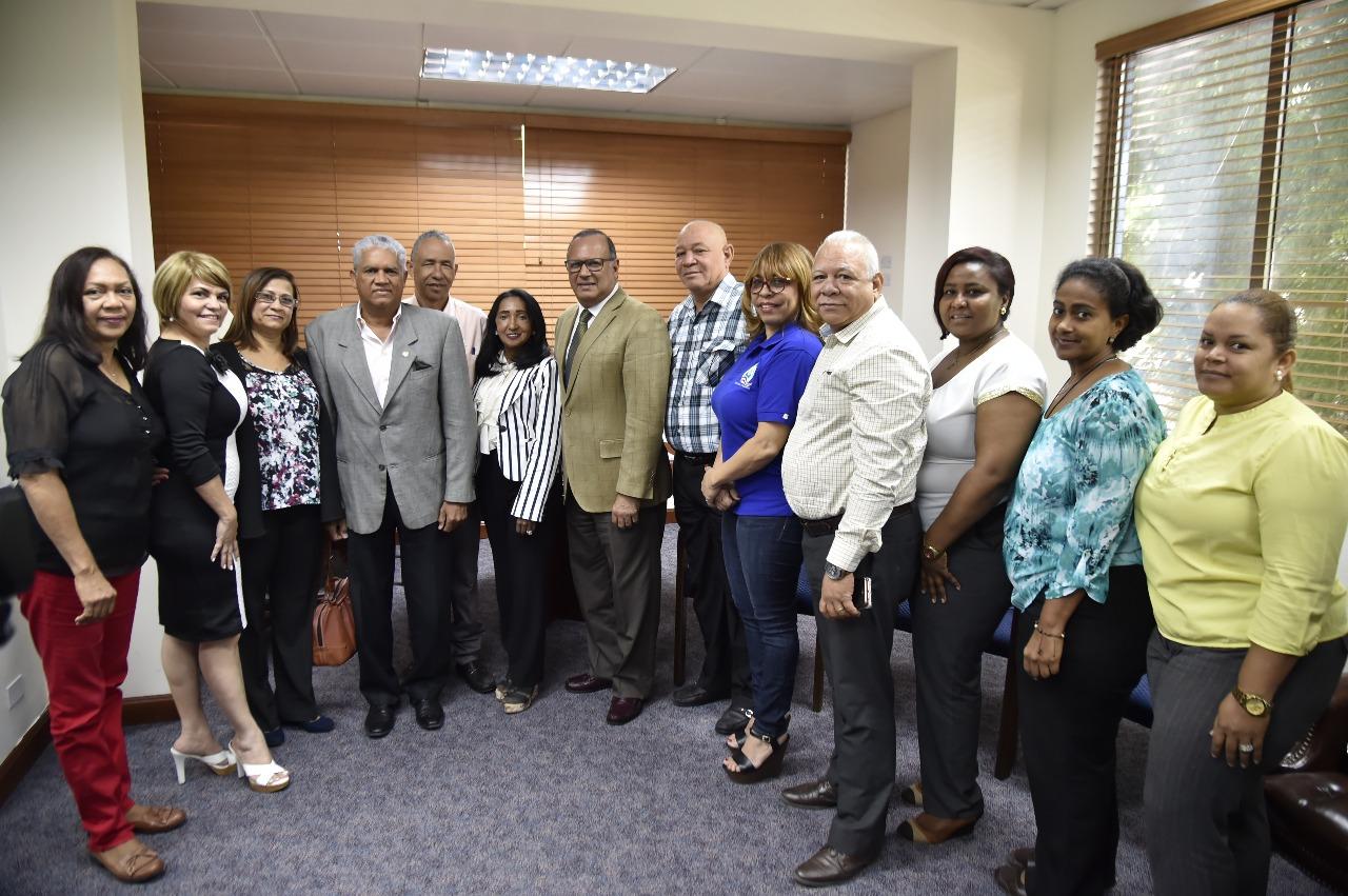 SNS y gremios de la salud dialogan y ratifican acuerdos