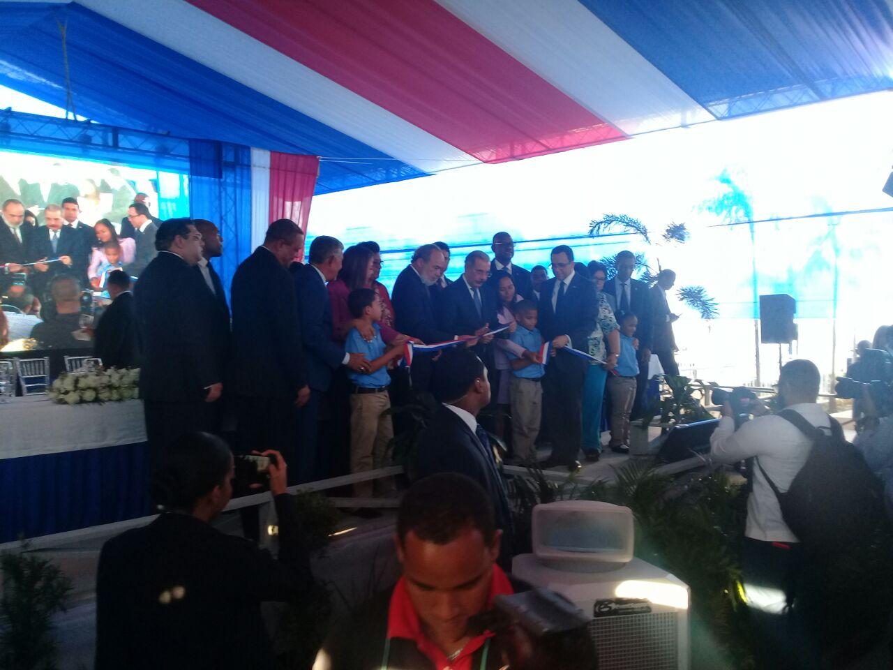 Presidente Medina inaugura centro educativo en SDE
