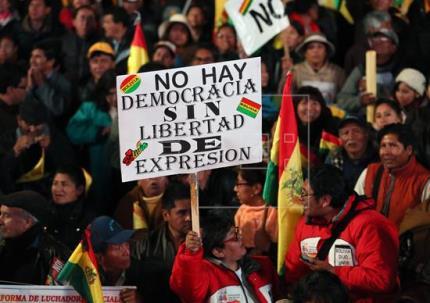 Miles de personas se movilizan en Bolivia para rechazar la reelección de Morales