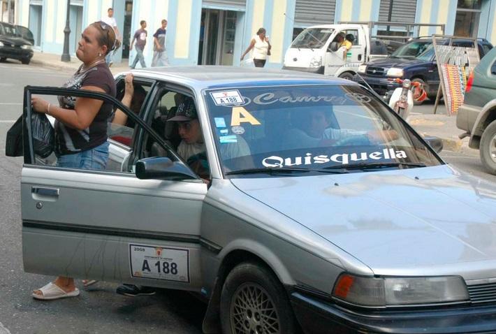Chóferes se reunirán en Santiago para subir el pasaje ante aumento del GLP