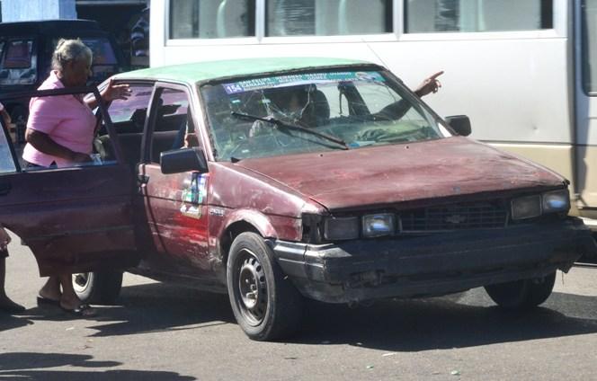 Cobradores ruta de trasporte en Haina se encaden en reclamos de que repongan chóferes paralizados
