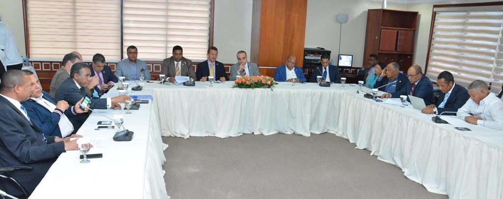 Reformistas reafirman que solo una cumbre general salva proyecto ley de partidos
