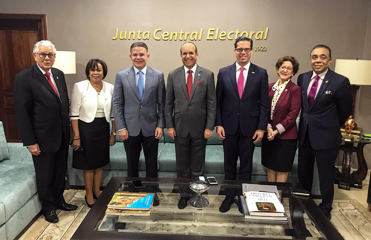 Miembros titulares de la JCE reciben visita del CONEP