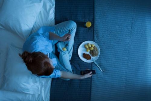 ¡Atención! Comer por la noche pone en riesgo tu salud