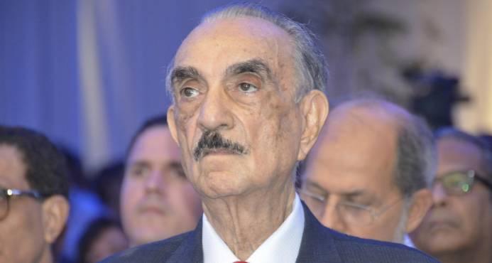 Padre de Luis Abinader hospitalizado en Boston