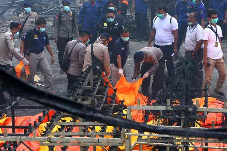 Aumentan a 49 los muertos por incendio en fábrica pirotecnia de Indonesia