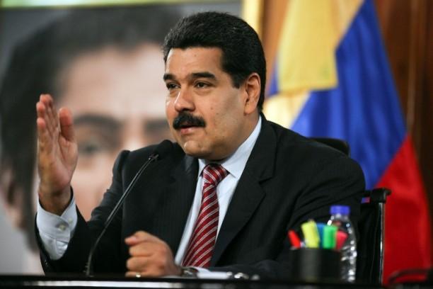 Maduro reivindica su triunfo electoral ante Rajoy y