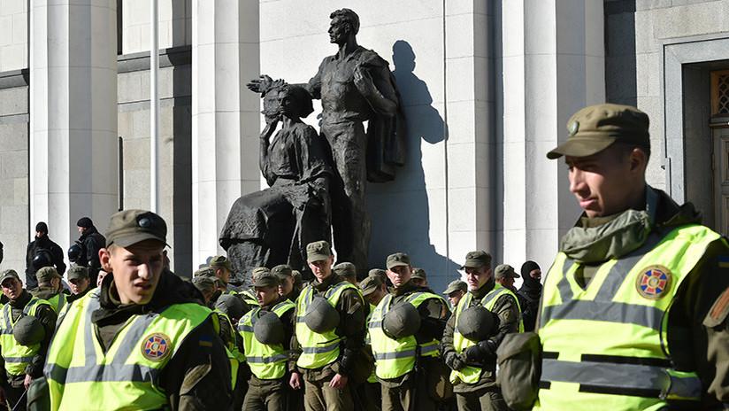 Fuerzas de seguridad de Ucrania asaltan una acampada de manifestantes en el centro Kiev