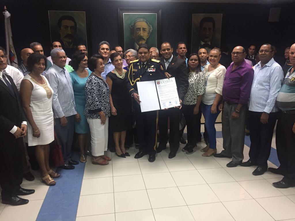 Alcaldía de La Vega declara hijo meritorio al director del COE
