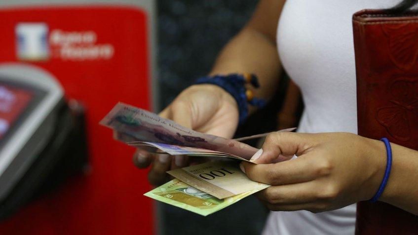 Venezuela prueba el pago con teléfono móvil para paliar escasez de efectivo