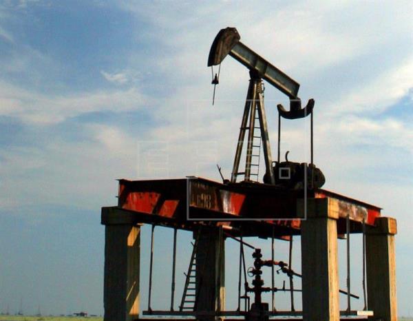 El petróleo de Texas abre con un descenso del 0,49 % hasta 50,33 dólares