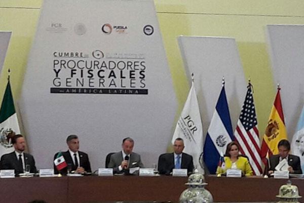 Fiscales de 20 países fortalecen en Lima cooperación en lucha contra crimen