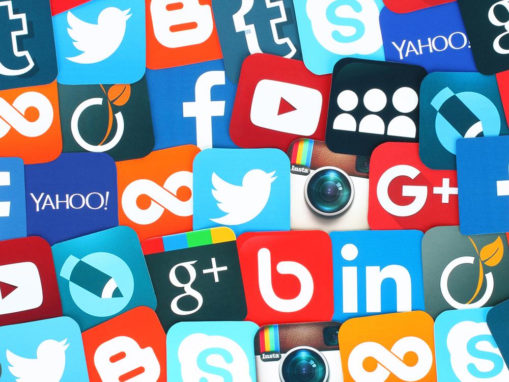 Redes sociales aumentan participación democrática, con dudas de transparencia