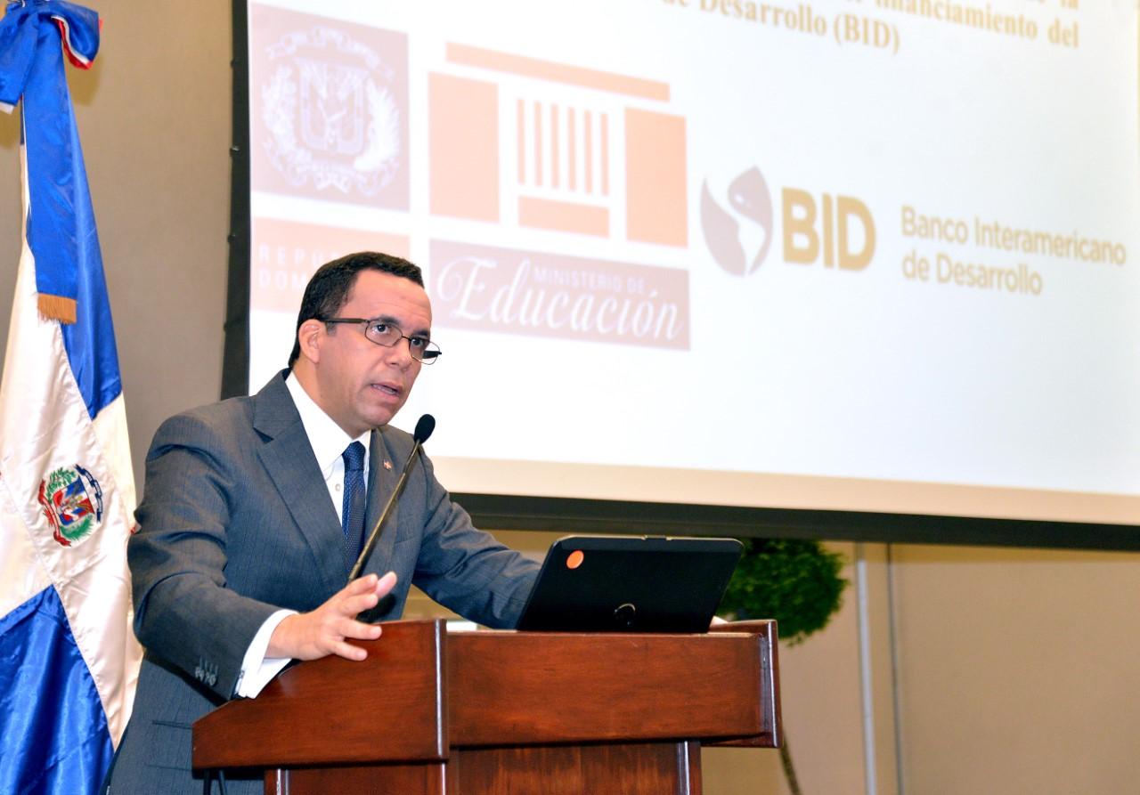 Andrés Navarro acuerda con Banco Interamericano de Desarrollo nuevos politécnicos