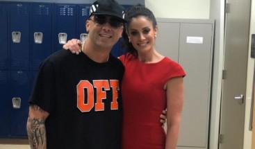 Wisin y Dayanara Torres entregan donativo de instrumentos en escuela de Miami