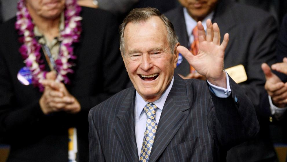 Una sexta mujer acusa al expresidente Bush padre de tocamientos inapropiados