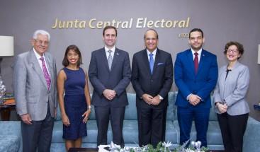 Presidente de JCE se reúne con Raúl Hoyo para tratar temas de interés nacional