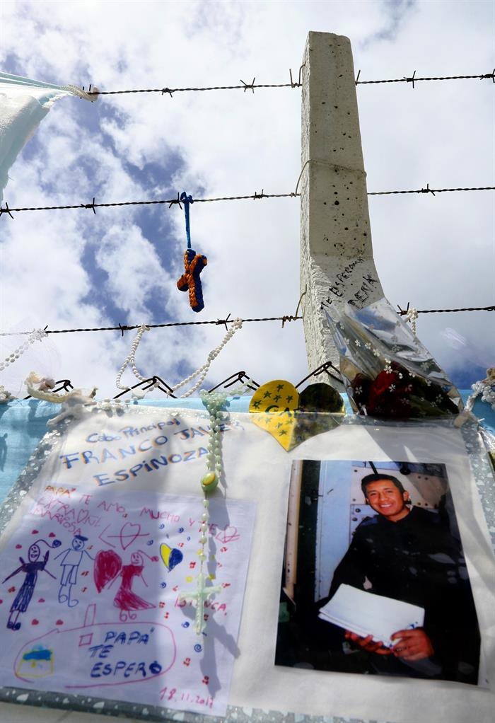 Tensión entre familiares a doce días sin rastros del submarino argentino