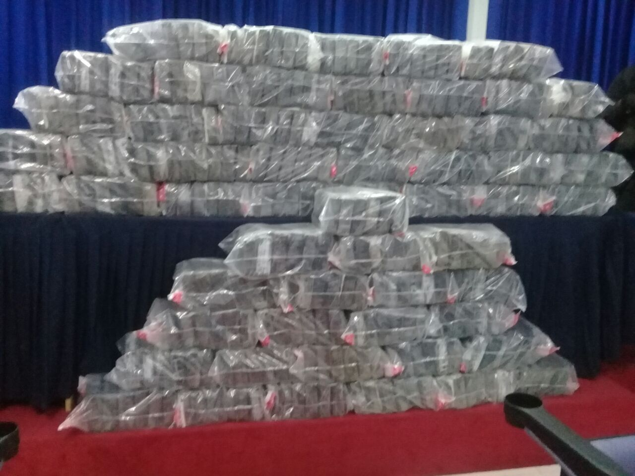 DNCD decomisa 345 paquetes de droga próximo a la autopista Duarte