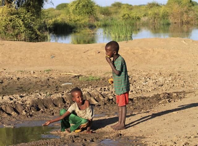 Aumenta el número de niños raquíticos en África, afirma un informe de la OMS
