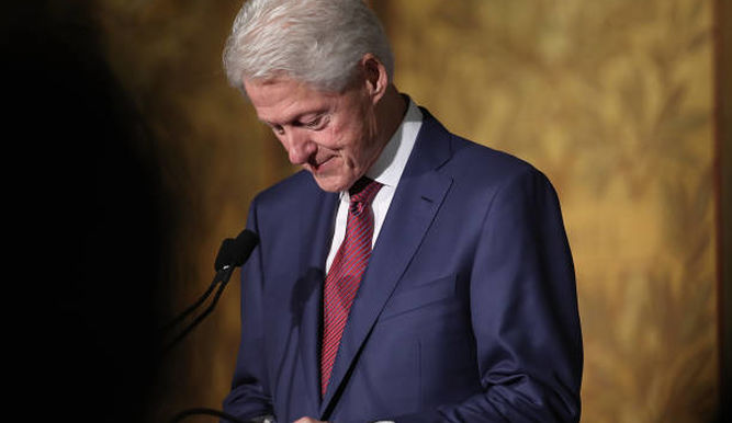 Bill Clinton, bajo la lupa del debate sobre el abuso sexual en EE.UU.